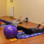 Double leg stretch avec gros ballon - méthode Pilates