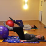 One Leg Stretch, gros ballon - Méthode Pilates