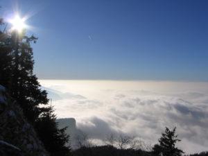 Au-dessus de la mer de nuages, le soleil !