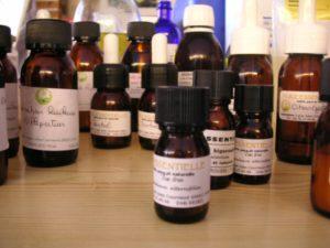 Flacons d'huiles essentielles - Ateliers de Phytothérapie et d'Aromathérapie à Grenoble