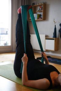 Pilates femmes enceintes avec élastique